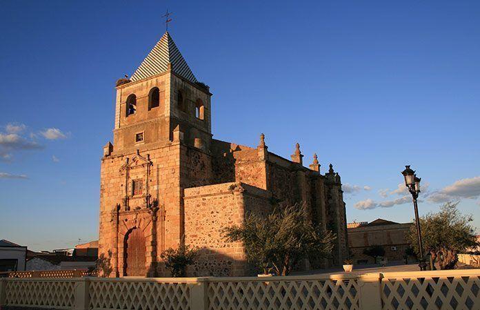 Iglesia de Santiago Apóstol en Torremayor