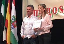 Vanessa Cordero rewcibe el premio de poesía de la Asociación Cultural Amigos de Santa Amalia