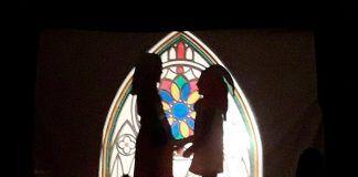 Escena de La Cabeza del Dragón, teatro de sombras