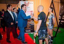 Guillermo Fernández Vara visitando los stands de Feycom 2017