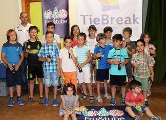 La escuela de tenis Tie Break de Montijo clausuró el curso 2016-2017 con una fiesta