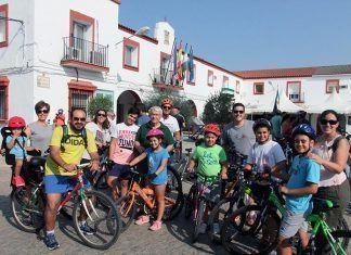 Guadiana del Caudillo celebró el Día de Extremadura con su tradicional paseo en bicicleta