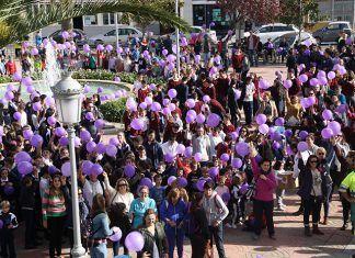 Concentración contra la violencia de género en Puebla de la Calzada (foto Teodoro Gracia)
