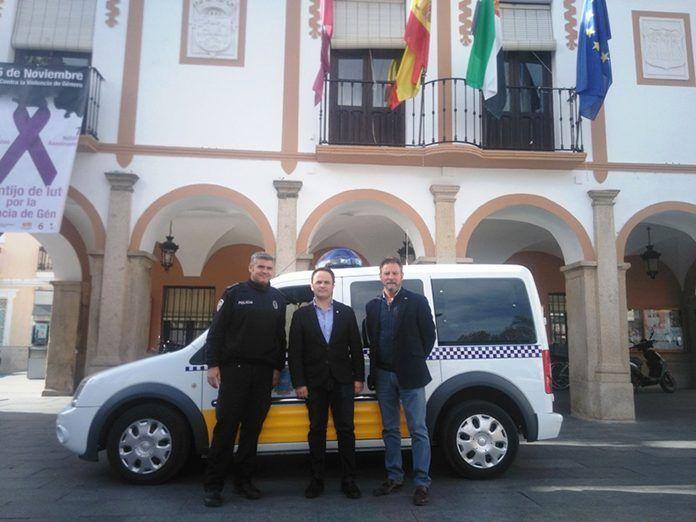 Nuevo vehículo para atestados y Unidad Canina de la Policía Local de Montijo