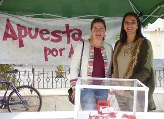 Stand de la Asociación de Empresarios de Montijo instalada en la Plaza de España durante el Black Friday
