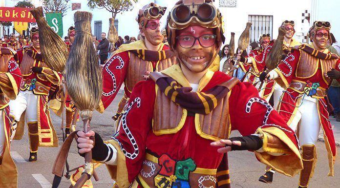 Componente de la Comparsa Montihuakan en el Desfile de Carnaval de Montijo 2018