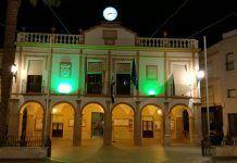 El Ayuntamiento de Montijo se ilumina de verde con motivo del Día Mundial Contra el Cáncer