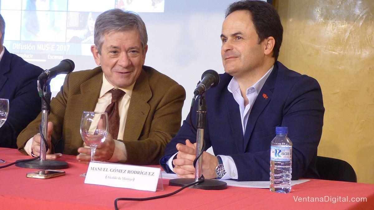 Enrique Barón, presidente de la Fundación Yehudi Menuhin España, con Manuel Gómez, alcalde de Montijo