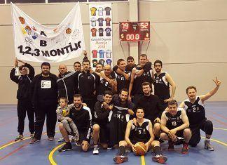 La AB Montijo celebra su victoria en cuartos de final contra el CB Villafranca