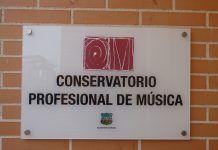Placa actual del Conservatorio Profesional de Música de Montijo