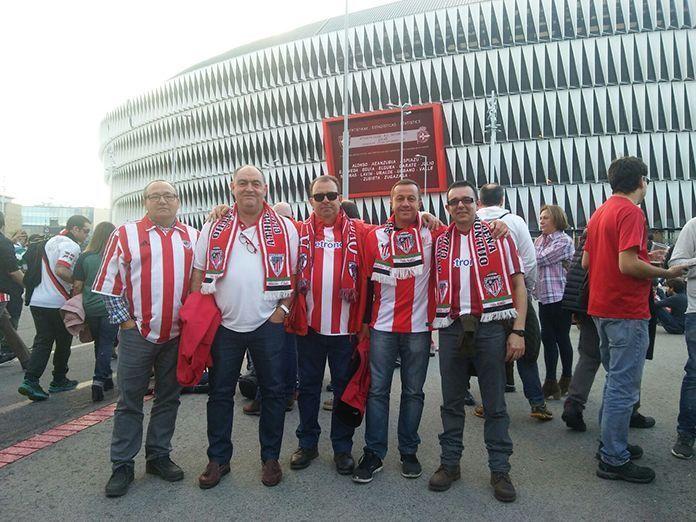 Socios de la Peña Athetic Club de Montijo en el estadio San Mamés de Bilbao,Socios de la Peña Athetic Club de Montijo en el estadio San Mamés de Bilbao