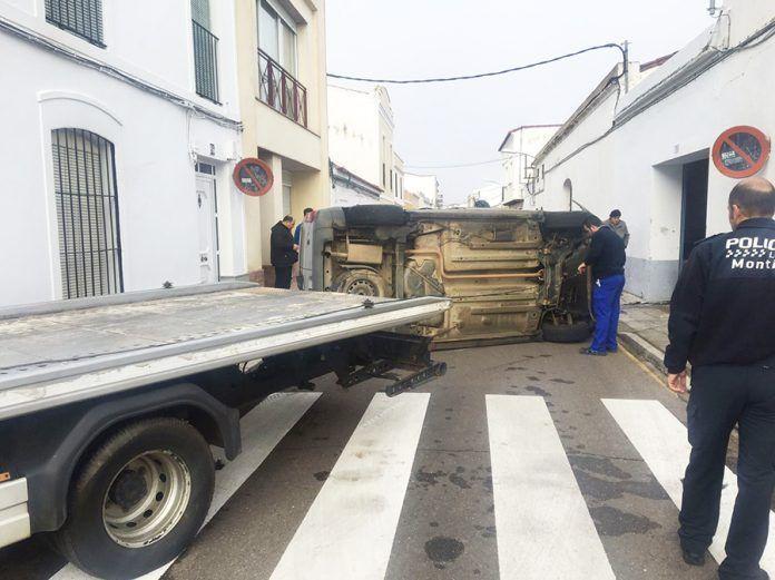 Aparatoso accidente en Montijo.