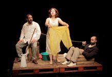"""A la Deriva, adaptación libre del texto teatral """"En Alta Mar"""" de Slawomir Mrozek"""