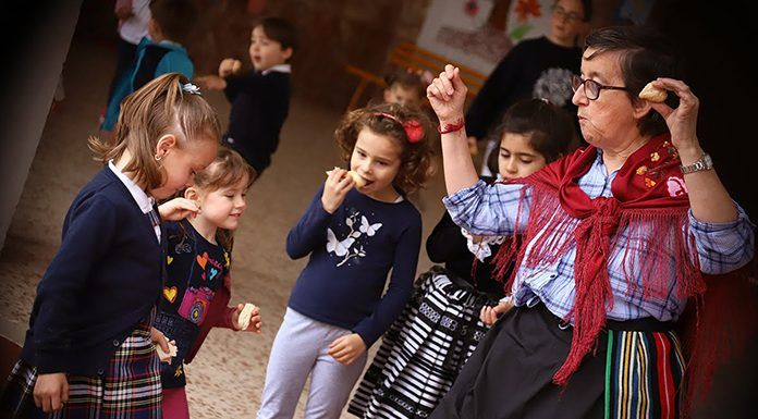 Día de Extremadura en el Colegio Ntra. Sra. del Carmen de Puebla de la Calzada (foto José Manuel Lavado)