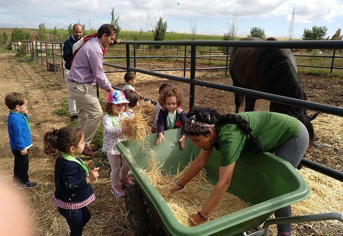 Alumnos de la Escuela Infantil Alborada de Montijo visitaron Asociación de Zooterapia de Extremadura de Olivenza