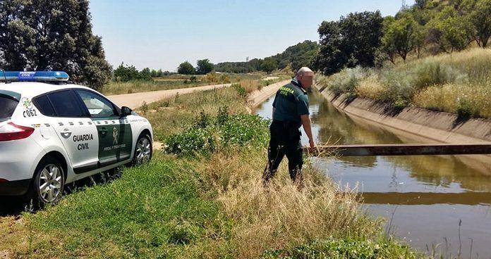 La Guardia Civil y dos vecinos de Lobón, recatan a una mujer que cayó al Canal en Guadajira