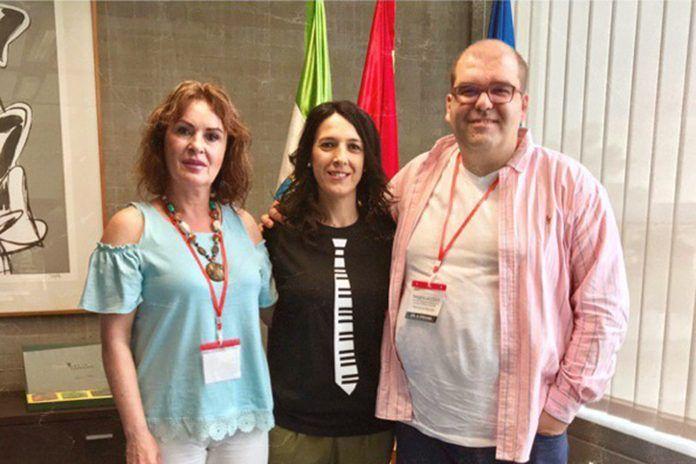 Pedro Monty y Julia Cortés con Esther Gutiérrez, consejera de Educación y Empleo de la Junta de Extremadura