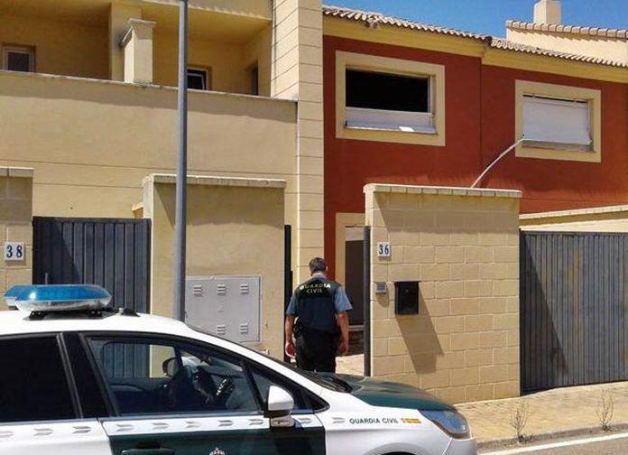 Detenidos dos vecinos de Talavera la Real por desvalijar diecinueve viviendas de un residencial del municipio