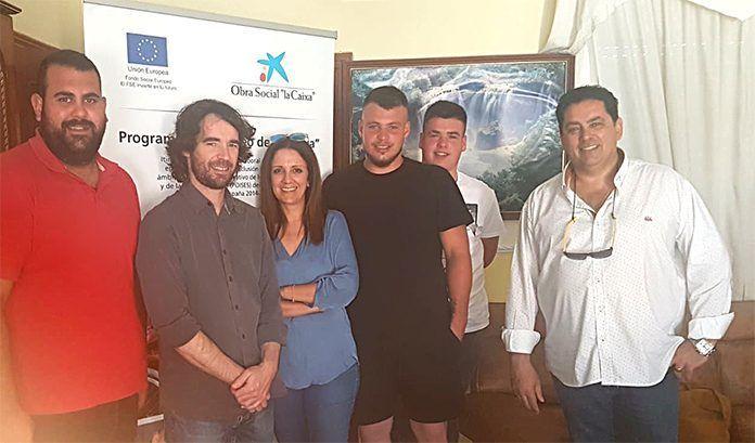 La Asociación Camino a la Vida, dentro de su Programa de Prevención y Exclusión Social para Jóvenes en las Vegas Bajas, hace de mediador entre la Fundación CEPAIM y 3 jóvenes voluntarios