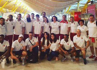 Javier Cienfuegos (arriba centro) con los miembros de la delegación española desplazada al Campeonato de Europa de Atletismo de Berlín (foto: Facebook/Antonio Fuentes)