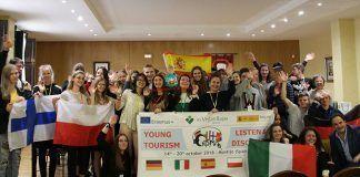Alumnos del proyecto `Young Tourism listen and discover´ visitan el Ayuntamiento de Montijo