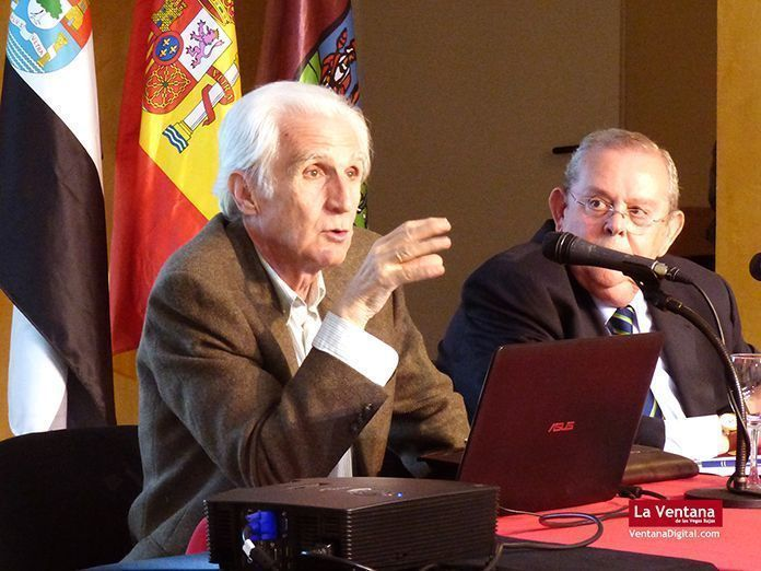 Fernando Sánchez Marroyo durante su ponencia en los XI Encuentros de Historia en Montijo