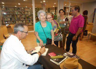 José Alfonso Romero P. Seguín, autor de La hija del txakurra a la Biblioteca de Montijo