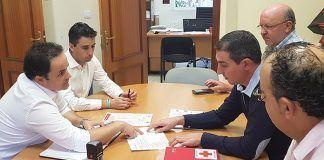 Los alcaldes de montijo y Puebla de la Calzada firman el convenio con Cruz Roja