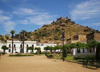 III Ruta de los Colonos Plaza de la Fuente de Burguillos del Cerro (foto Toñidanialba)