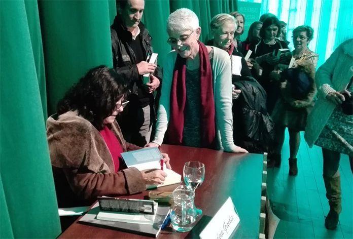 El Club de Lectura de la Biblioteca de Montijo presente en un encuentro con Almudena Grandes