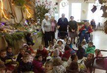 Visita de los alumnos del CI Alborada a la residencia de mayores Eugenia de Montijo