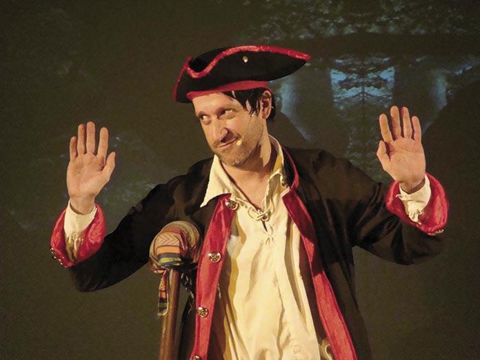 Barroso en el papel de John Silver en La Isla del Tesorode de Julio Verne