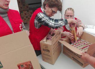 Reparto de alimentos en Cruz Roja Montijo