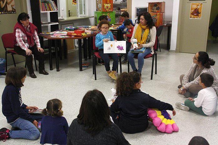 Sesión de cuentacuentos en la Bebeteca de Puebla de la Calzada (foto: Julia Casado)