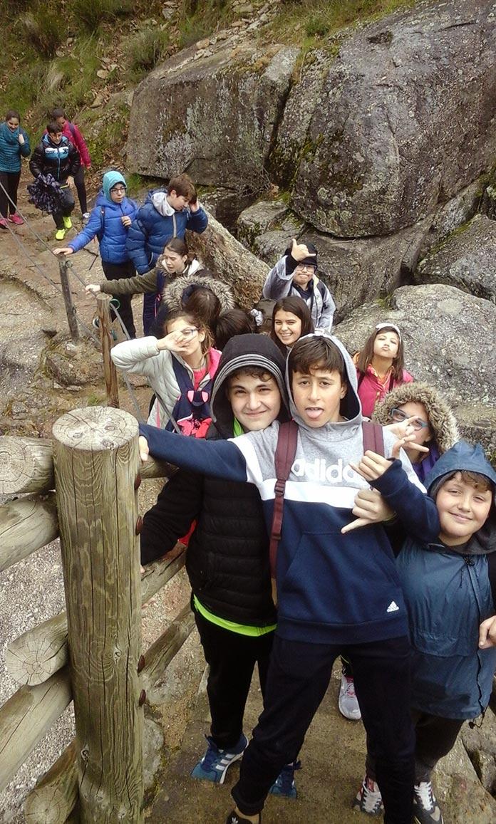 Alumnos de Valdelacalzada visitan la Garganta de los Infiernos