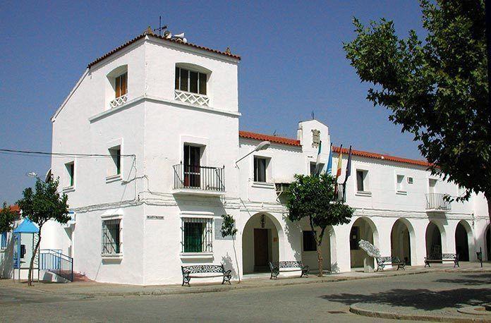 Fachada del Ayuntamiento de Guadiana del Caudillo