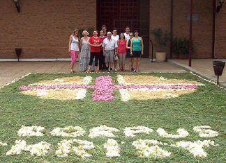 Alfombra de flores del Corpus en la iglesia de San Gregorio de Montijo