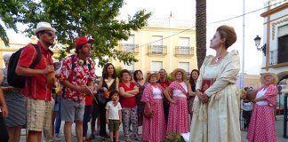 Dos turistas se topan con Eugenia de Montijo momentos antes de partir a la Ruta de las Encantás