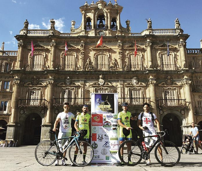 Luís Ignacio Barril Iglesias y David Pascual Piñero en Salamanca, haciendo el Camino de Santiago en bicicleta