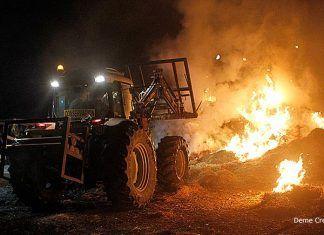 Incendio de pacas de paja en el Polígono Industrial de Montijo