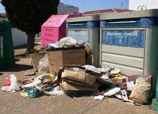 Nueva denuncia en Montijo por depósito incorrecto de cartones