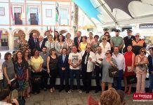 Foto de los galardonados y autoridades tras el acto institucional (foto: Deme Crego)