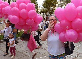 Globos contra el cáncer en Montijo