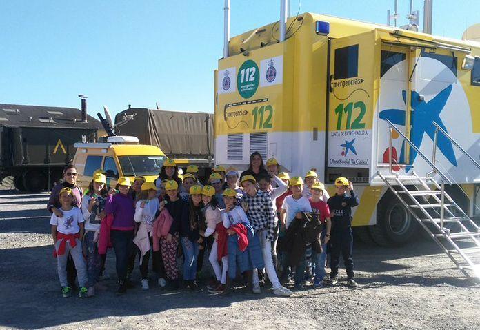 Visita de alumnos del CEIP Ntra. Señora de la Caridad y IES Dulce Chacón a la zona de operaciones