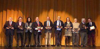 Intervinientes en la Gala 50 Años del IES Vegas Bajas junto a todos los exdirectores del Centro