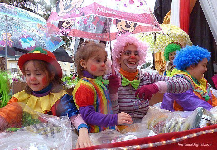 Cabalgata de Reyes de Montijo bajo los paraguas