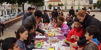 Taller llevado a cabo por el alumnado y la docente del Curso de Animador Sociocultural de la Universidad Popular de Montijo