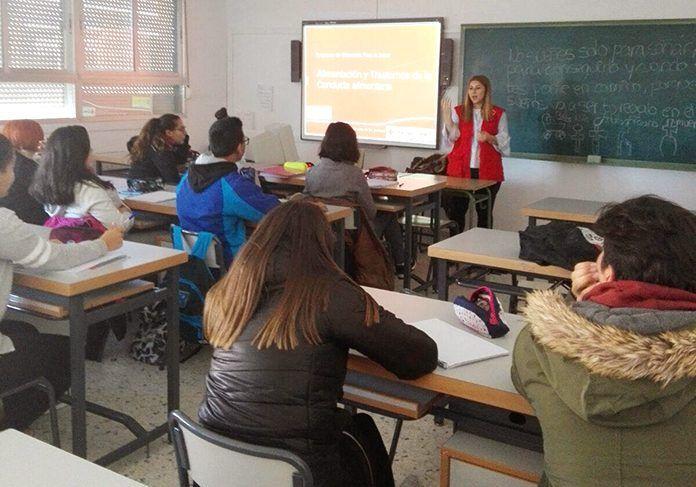 Voluntarios de Cruz Roja Juventud en Montijo imparten talleres sobre Alimentación Saludable y sobre Habilidades Sociales y Resolución de Conflictos a alumnos del IES Vegas Bajas