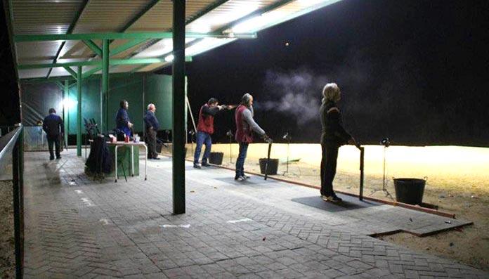 Aficionados al tiro al plato inauguraron la iluminación de la cancha de Valdelacalzada