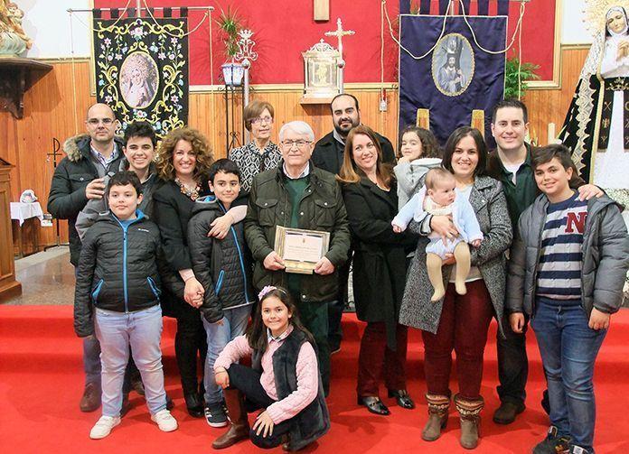Carmelo Plaza Casco, tras realizar el Pregón de la Semana Santa en Guadiana del Caudillo, junto a su familia
